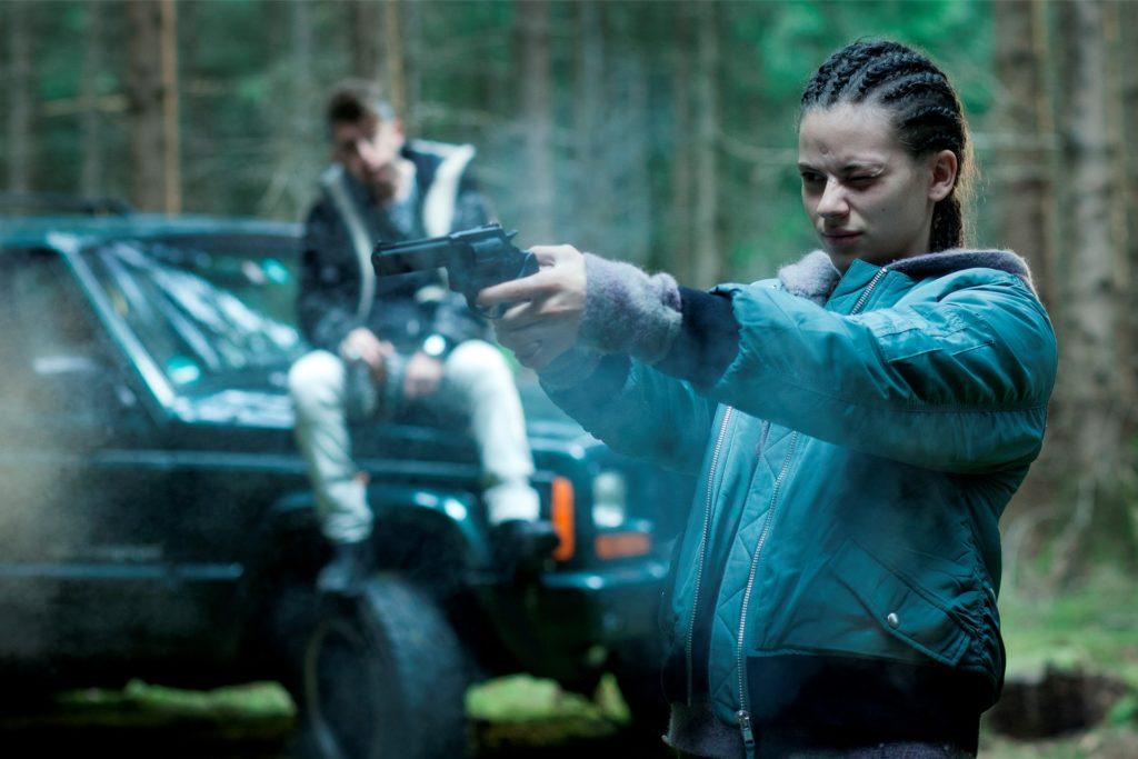 Sofia Modica (Emma Preisendanz) hat ihr altes Leben hinter sich gelassen. Der Mafia-Scherge Pippo Mauro (Emiliano De Martino) hat sie nun fest im Blick.