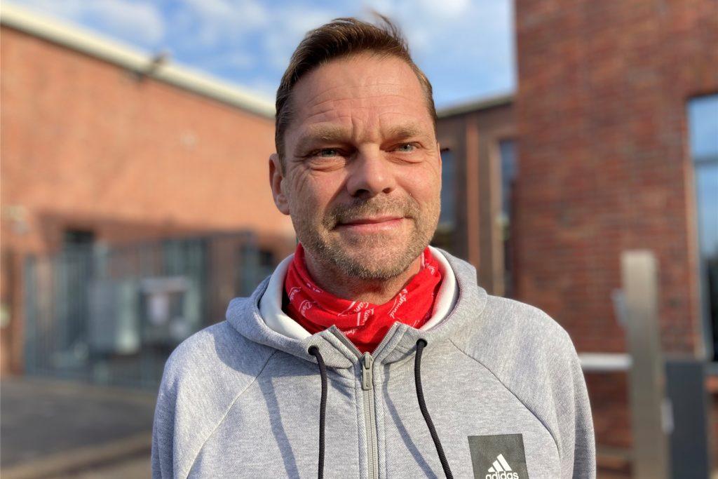 Stefan Keller ist Fraktionsvorsitzender der SPD in der Bezirksvertretung Dortmund-Huckarde. Der Versicherungsfachwirt wird am 10. November 2020 53 Jahre alt.