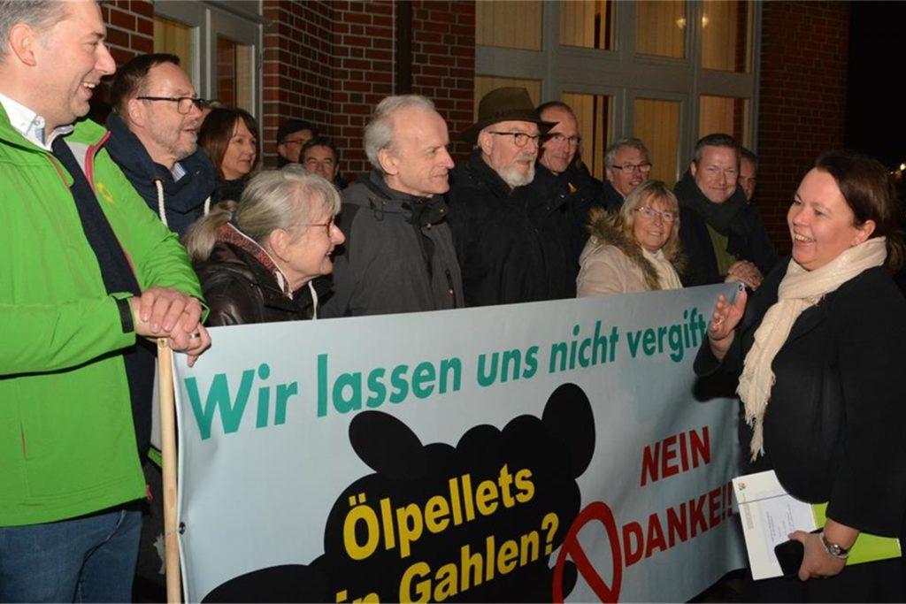 Umweltministerin Ursula Heinen-Esser hatte im Januar 2019 ein Gutachten zum Ölpellets-Skandal versprochen - dieses liegt nun vor.