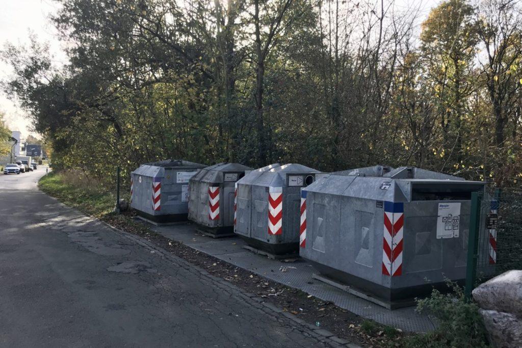 Anwohner der Straße Markhege fordern ein Verlegen der Depotcontainer. Es gäbe geeignetere Standorte, sagen sie.