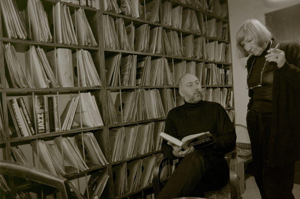 Lore Boas in Eisenach in dem Jazz-Archiv, in dem die Sammlung von Günter Boas untergebracht ist.
