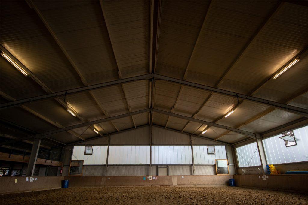 Unter anderem soll die Reithalle mit energiesparenden LED-Lampen ausgestattet werden.