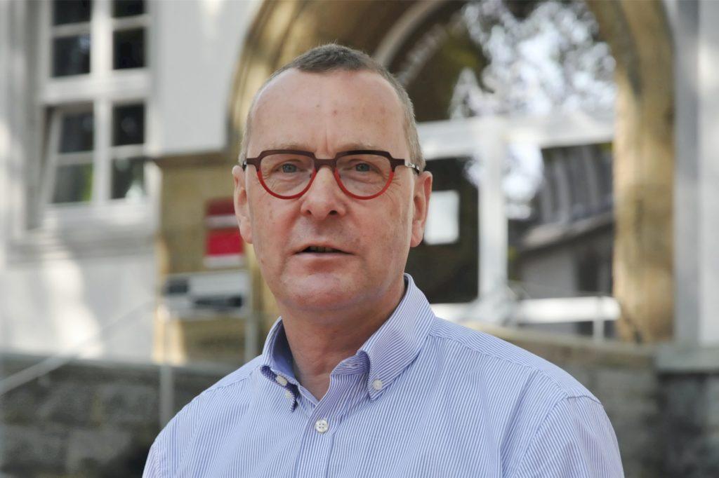 Joachim Höck, Schulleiter des Adalbert-Stifter-Gymnasiums in der Castroper Altstadt, sagt: Werden die Weihnachtsferien vorgezogen, müssen Klausuren verschoben werden.