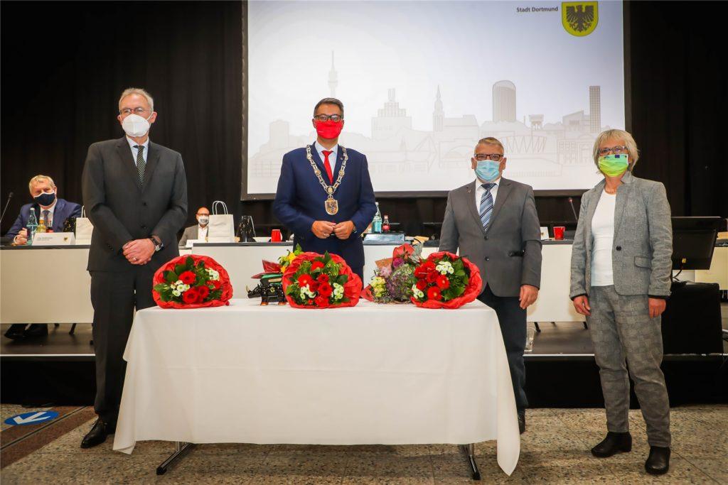 OB Westphal (2.v.l.) mit seinen drei Stellvertretern, den Bürgermeistern Ulrich Monegel (CDU), Norbert Schilff (SPD) und Barbara Brunsing (Grüne).