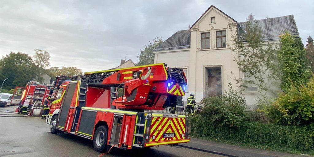 Ein Brand, der etwas anders ist als die anderen Brände: Anfang Oktober rückte die Feuerwehr zu einem Kellerbrand in der Egilmarstraße in Kirchlinde aus. Das Ungewöhnliche: Es war schon hell und das Haus unbewohnt.