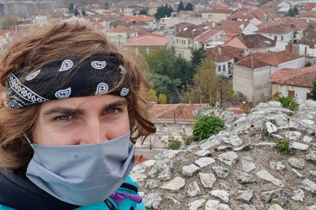 """In Griechenland gilt überall eine Maskenpflicht. """"Die Griechen selbst haben schon Angst und bleiben zuhause"""", erzählt Juri Kollhoff. Er selbst wurde erst einmal kontrolliert auf seiner Reise. Weil er aber aus Deutschland kommt, hat er kein Bußgeld zahlen müssen."""