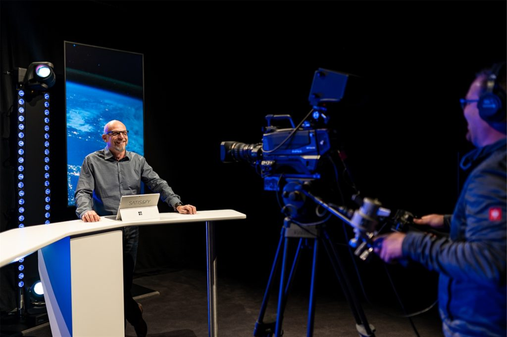 Jörn Busch ist Managing Director bei Satis & Fy. Er erklärt, dass digitale Formate auch in Zukunft eine Veranstaltungsform bei Firmen bleiben werden.
