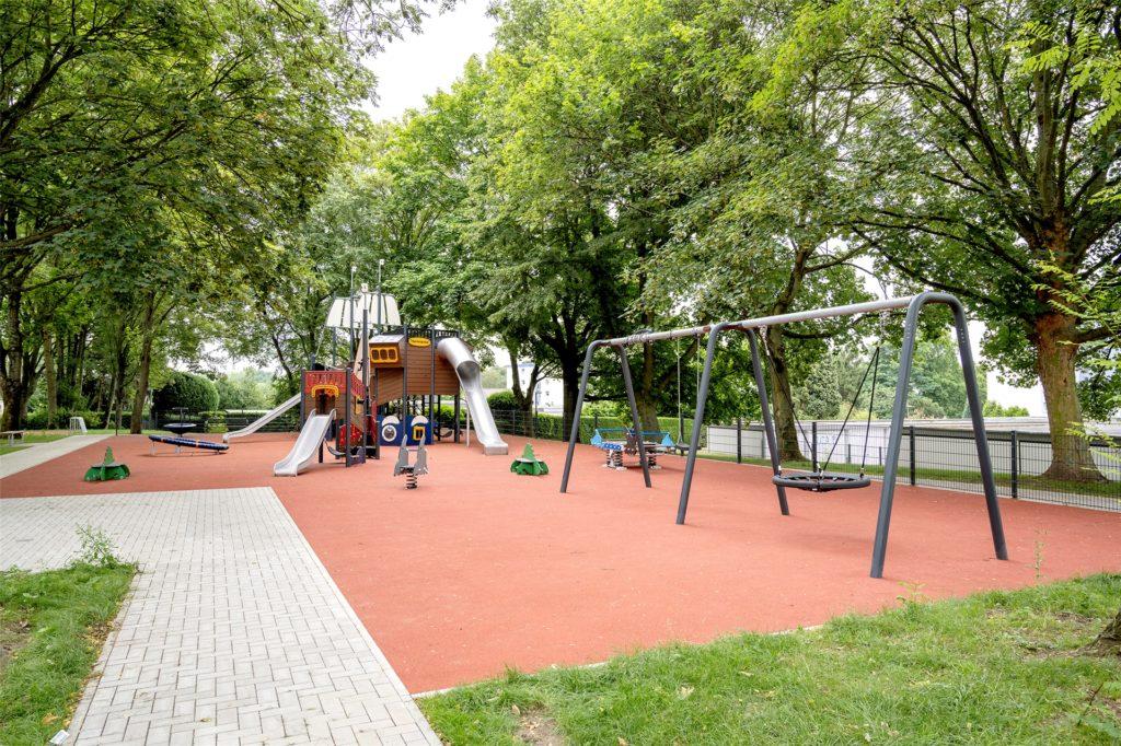 Auch in das Wohnumfeld investiert die LEG - wie hier an der Siepmannstraße in Kirchlinde, wo ein neuer Spielplatz errichtet wurde.