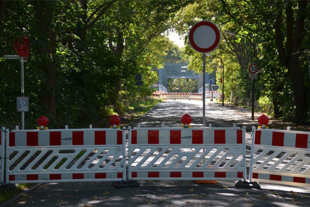 Für mindestens ein Jahr noch bleibt die Kanalquerung in Schwieringhausen gesperrt. Über die Fachwerkbrücke (im Hintergrund) wird kein Fahrzeug mehr rollen.