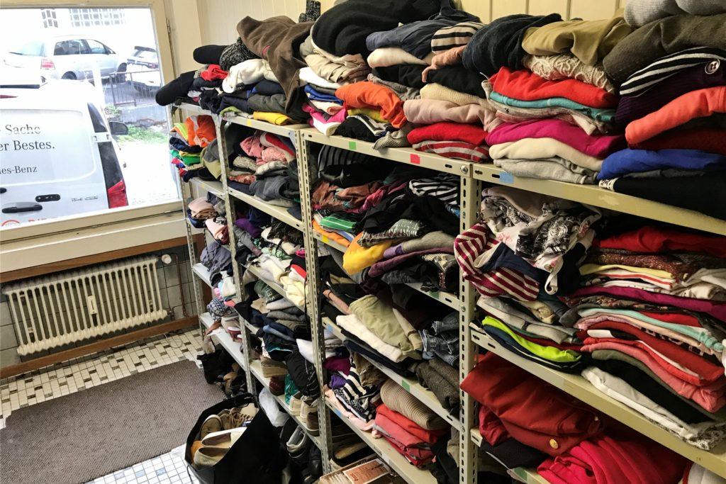 Auch die Kleiderkammer der Caritas ist jetzt wieder dienstags und donnerstags von 10 bis 12 Uhr am Lambertusplatz geöffnet.
