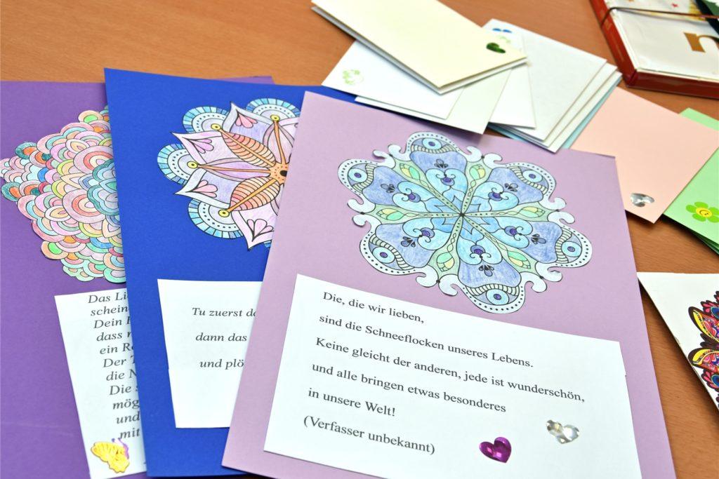 Briefe und Mandalas für die Heimbewohner sollen etwas Freude und Abwechslung in den Alltag bringen.