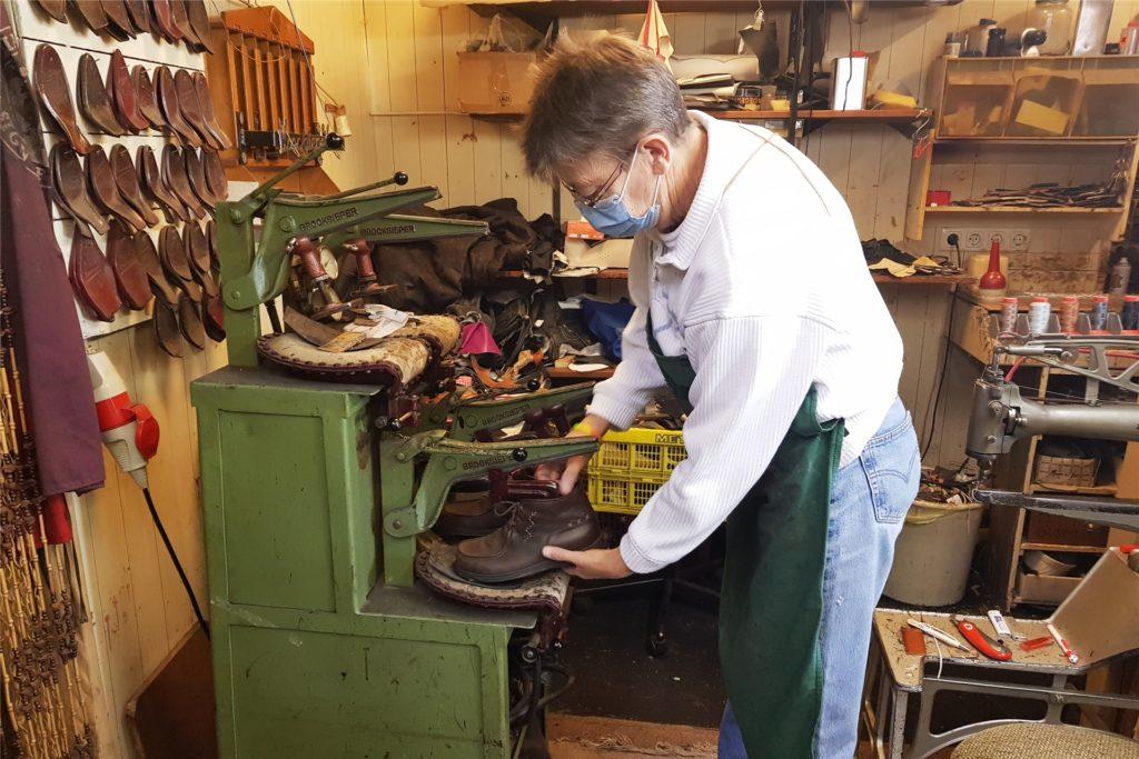 So sieht die Schuhpresse in Aktion aus.