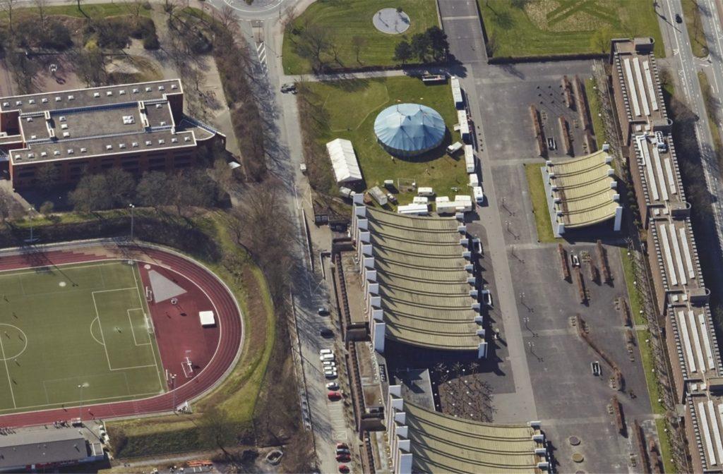 Der Europaplatz in Castrop-Rauxel mit dem Rathaus, der Stadt- und der Europahalle, einem Zirkuszelt und dem Stadion an der Bahnhofstraße