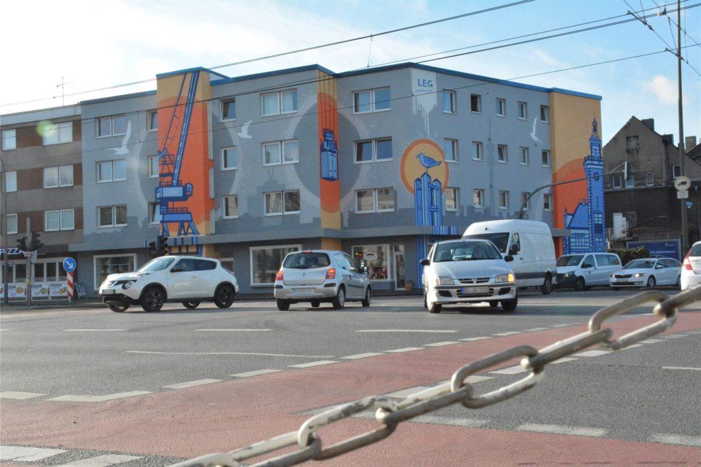 An der Ecke Münsterstraße / Immermannstraße ist ein neues Riesen-Wandbild zu sehen.