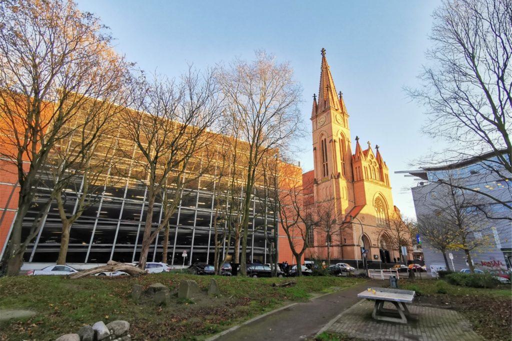 In der Grabeskirche Liebfrauen im Klinikviertel gibt es eine Gedenkstätte für verstorbene Obdachlose.