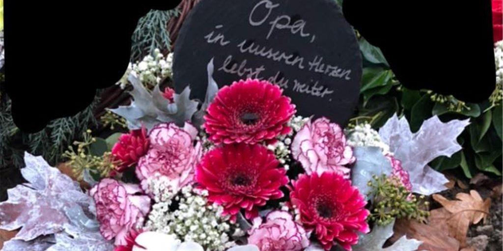 """Kurz nach der Beerdigung fehlten auf dem Grab des Vaters von Elke Hammwöhner ein Blumenbouquet, eine Holzschale und eine Granitplatte. """"Das ist entsetzlich und pietätlos"""", sagt die Herbernerin, die den Diebstahl bewusst öffentlich machen will."""