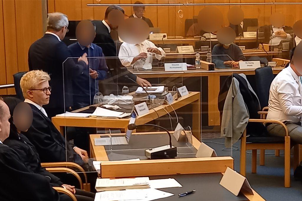 """Vor dem Landgericht Münster begann im Juni der """"Nagelstudio-Prozess"""". Die sechs Angeklagten werden von zwölf Anwälten verteidigt."""