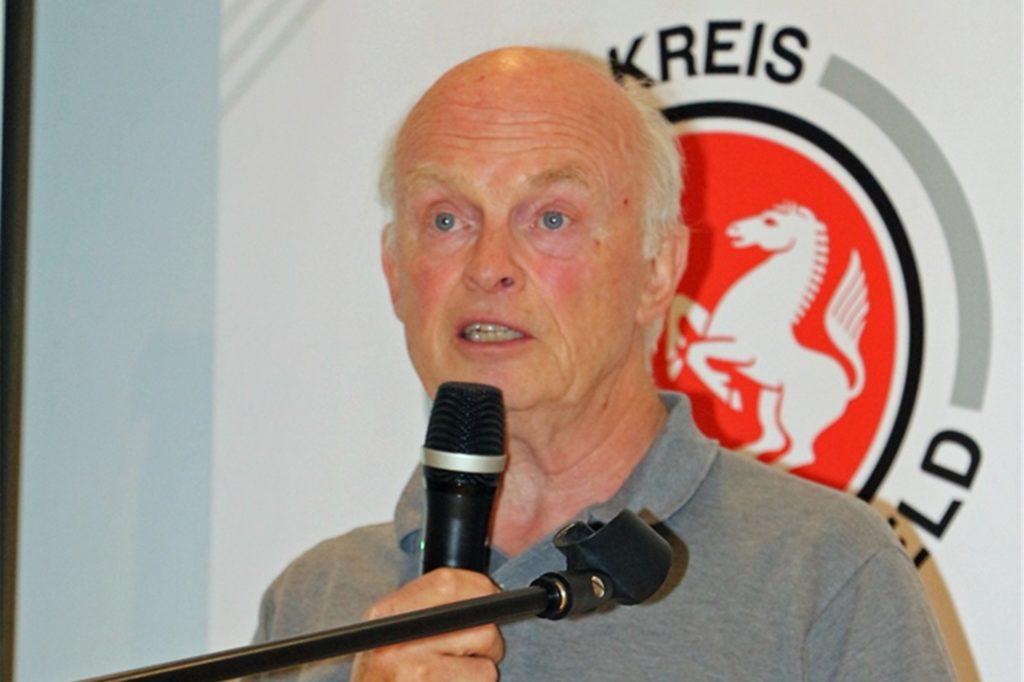 Der Kreisvorsitzende Willy Westphal stellt klar, dass der Kreisfußballausschuss bei Abbruch und Anwendung der 50-Prozent-Wertung die Lösung vorzieht, dass eine komplette Hinrunde zur Wertung absolviert werden muss.