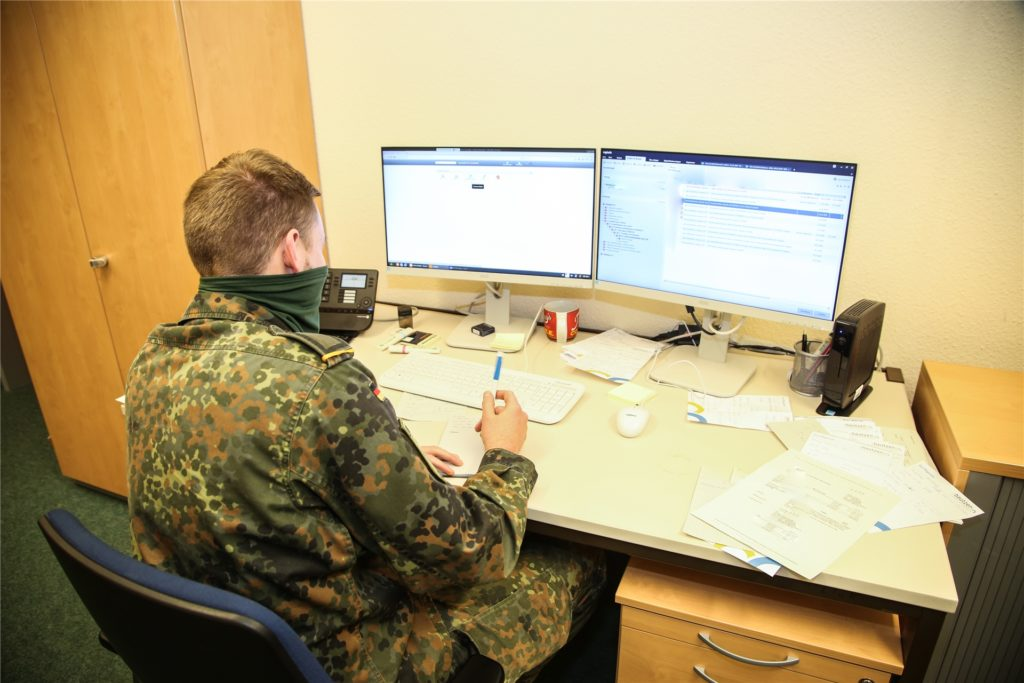 Viele Bundeswehrsoldaten leisten aktuell Amtshilfe, zum Beispiel bei der Nachverfolgung von Corona-Infektionen.