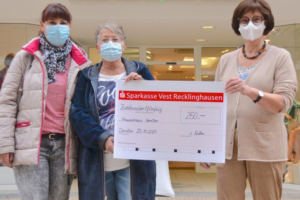 Im Oktober konnte sich das Dorstener Frauenhausteam noch über eine Spende über 250 Euro freuen - weitere Spenden sind immer willkommen.