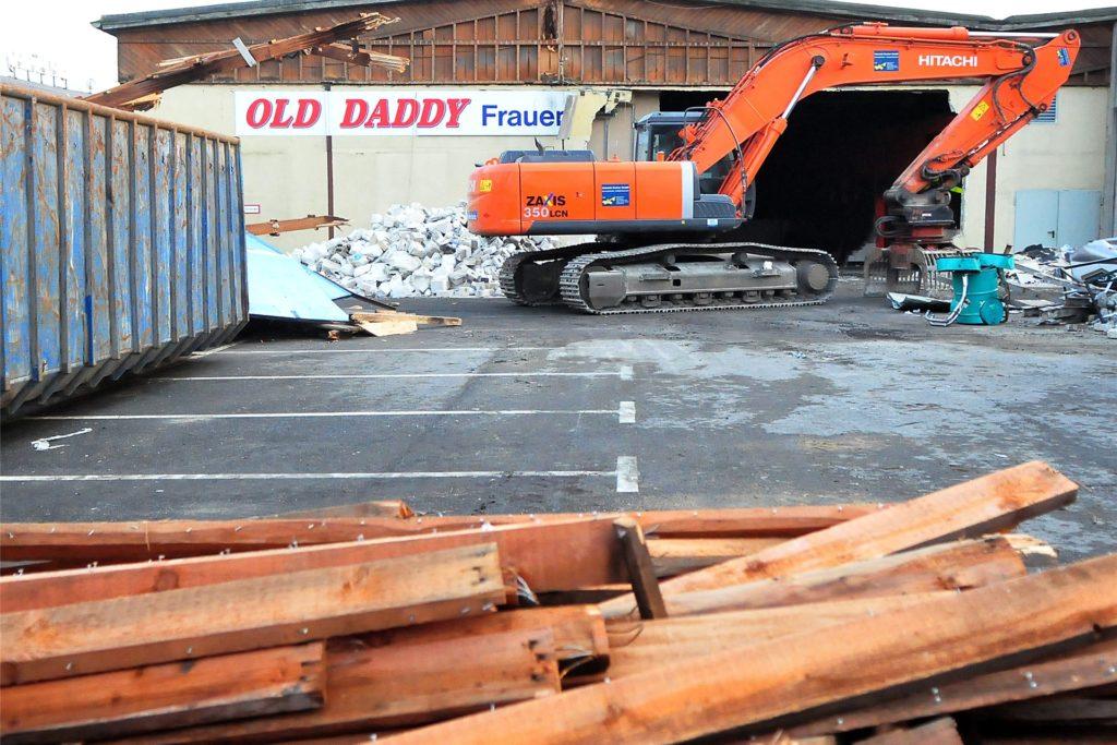 Am Rosenmontag 2012 rotierte der Abrissbagger am Old Daddy.
