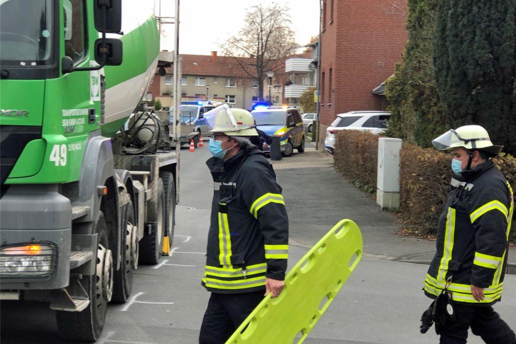 Möglicherweise war das Unfallopfer in den toten Winkel des Betonmischers geraten.