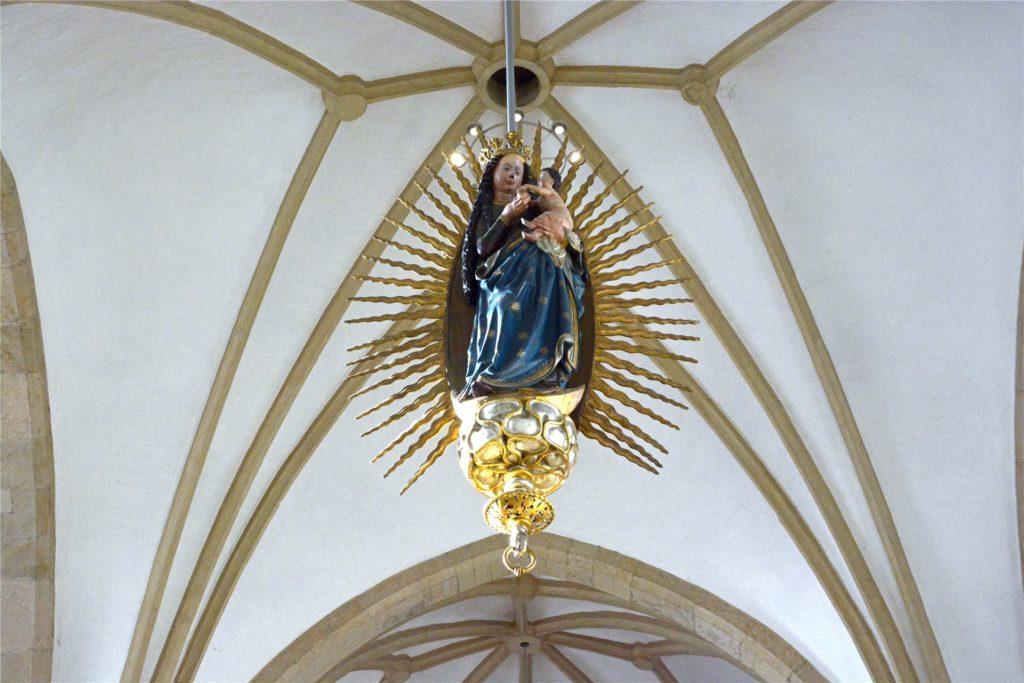 Madonna Nummer drei empfängt die Besucher im Inneren der Christophorus-Kirche. Man muss nur nach oben schauen.