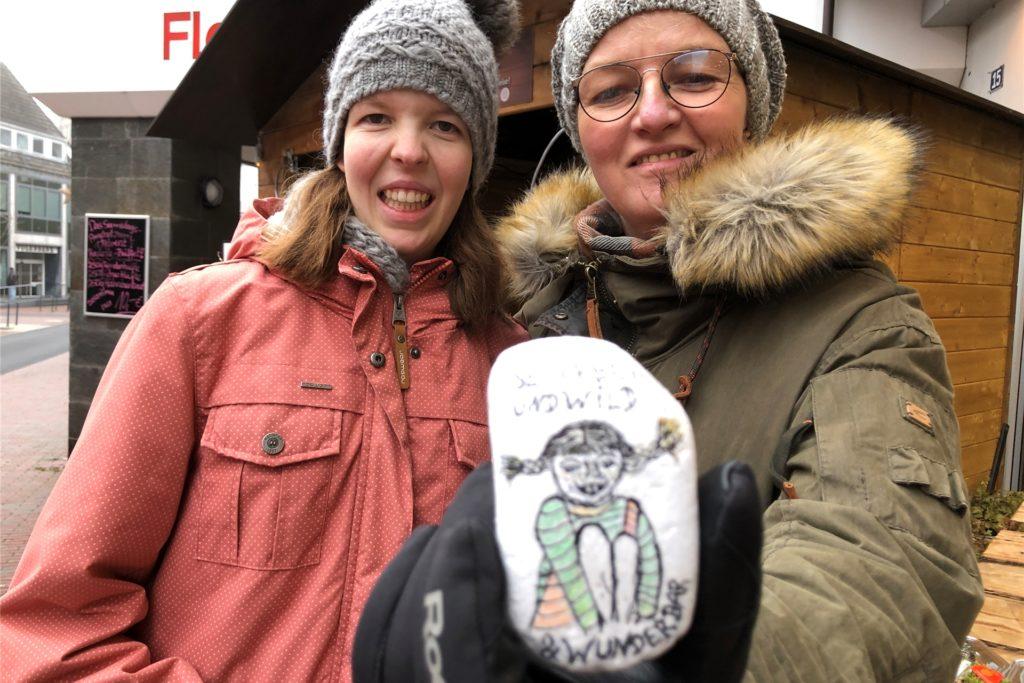 Für Lea Mathmann und ihre Mutter Marion Terliesner waren die Adventshütten ein willkommener Anlass für einen Stadtbummel.