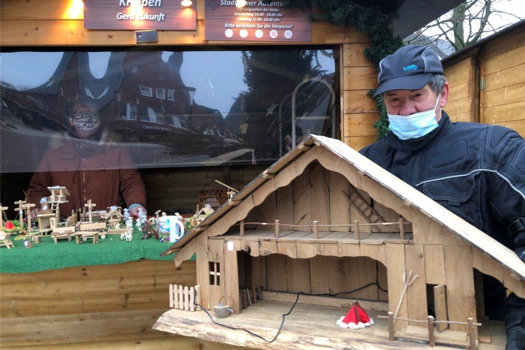 Krippenbauer Georg Zukunft freut sich über die Stadtlohner Adventstage als Ersatzangebot für den Weihnachtsmarkt.