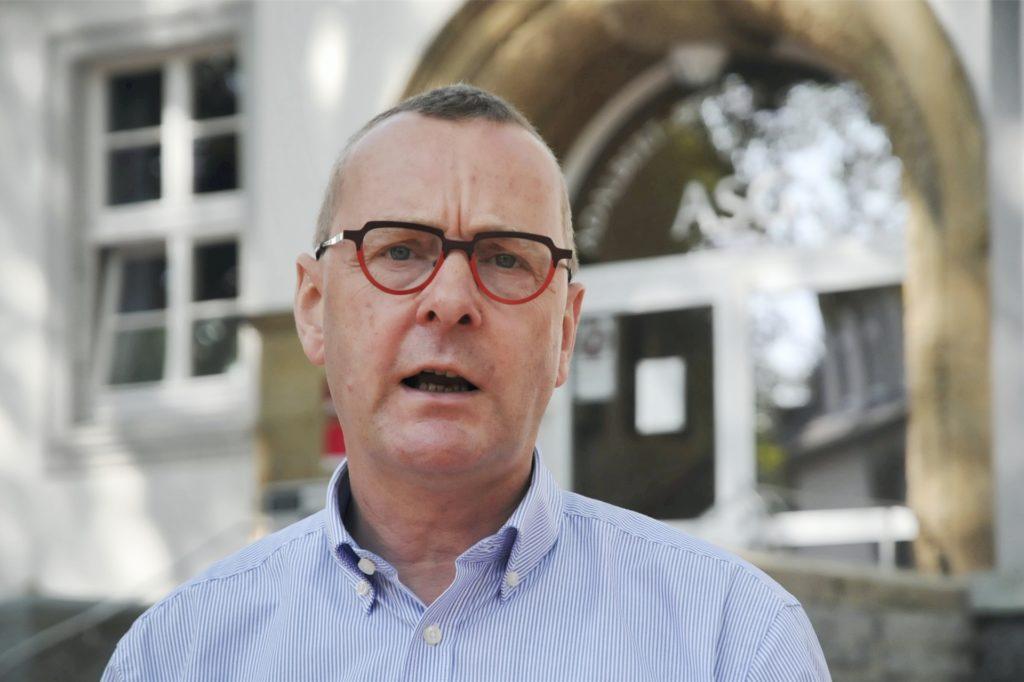 Joachim Höck, Schulleiter des Adalbert-Stifter-Gymnasiums sagt, er habe die Empfehlungen des Landes NRW an seine Sport-Kollegen weitergeleitet.