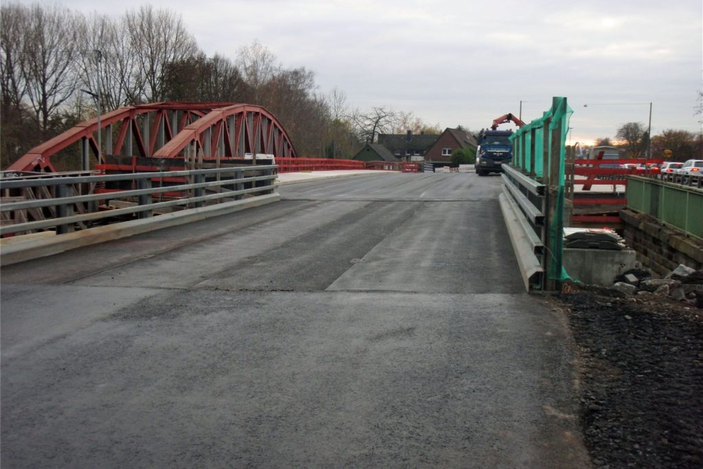 Wenn die alte Lippebrücke abgerissen ist, wird die neue (Bild) an den Platz ihrer Vorgängerin geschoben