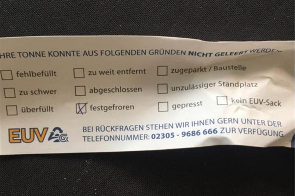 Dieser Zettel klebte am Montagmorgen nicht nur auf der Mülltonne von Sabine Böckenkamp, sondern auch auf weiteren Behältern in Castrop-Rauxel.