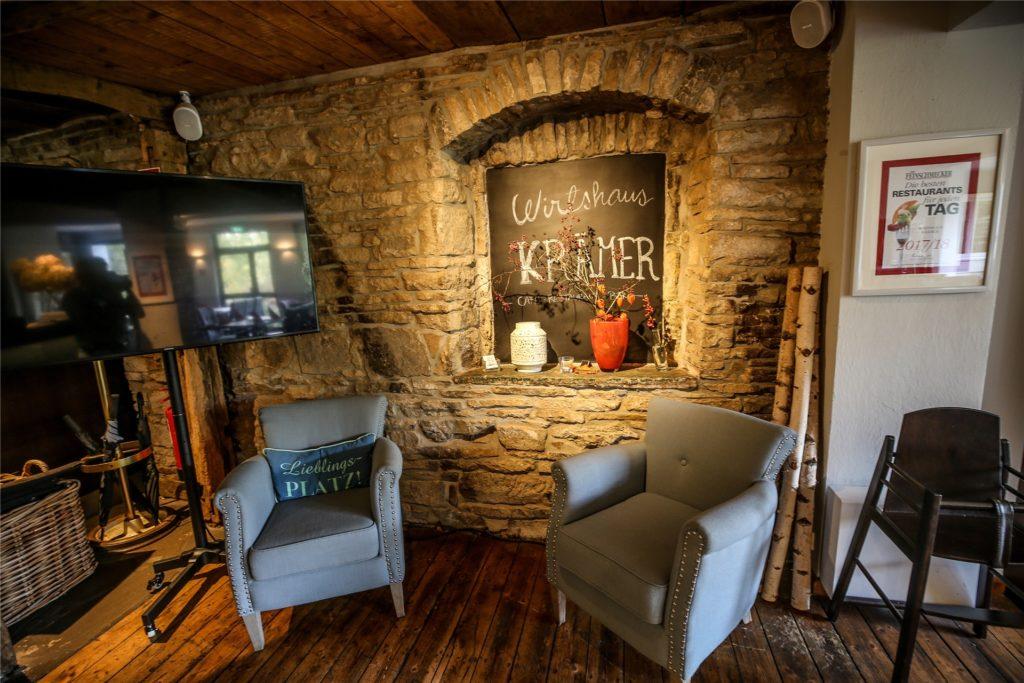 Die Innengestaltung des Traditions-Gasthauses integriert stilvoll alte Elemente des Gebäudes.
