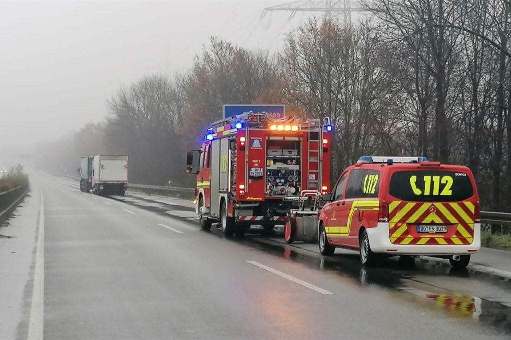 So leer sieht die Autobahn A45 werktags nie aus: Drei Lastwagen sind hier am Dienstag an einem Stauende zusammengekracht.