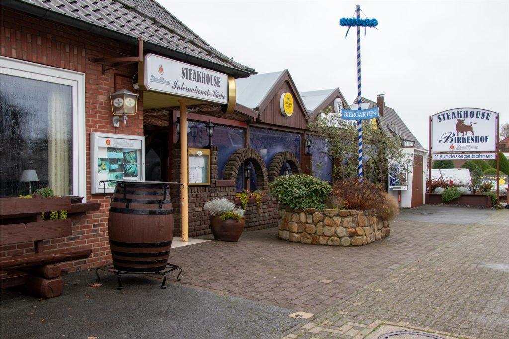 Der Birkenhof in Südlohn: Dragan Bukejilovic und seine Familie betreiben das Steakhaus an der Eschstraße. Wegen des Corona-Lockdowns ist das Restaurant aktuell geschlossen.