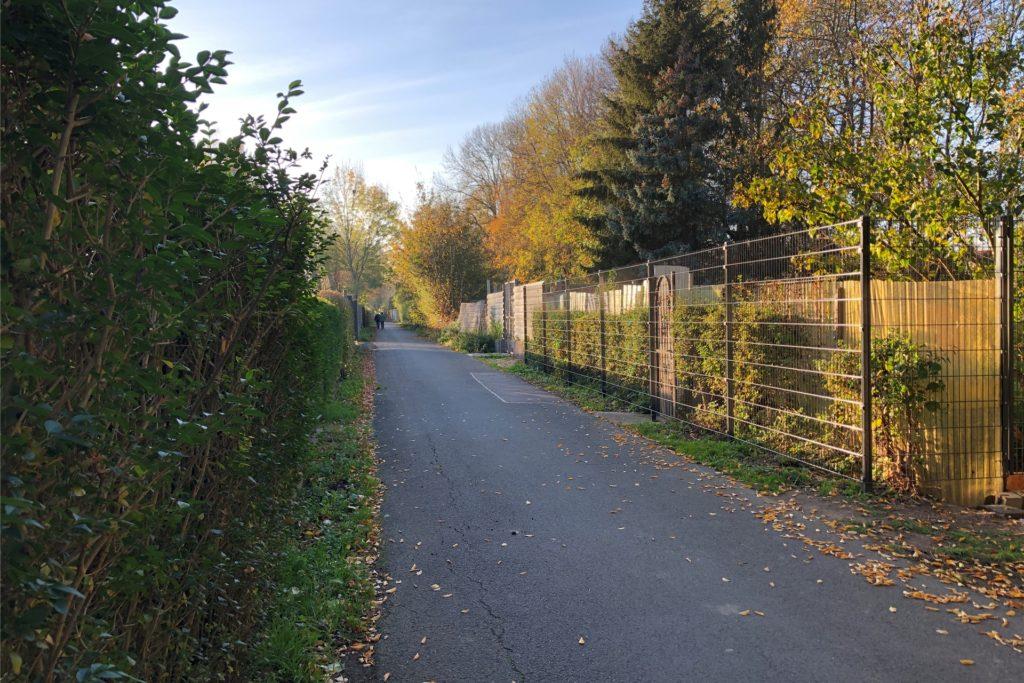 An der schmalen Straße Webershohl befinden sich auf Wickeder Seite zahlreiche Gartenparzellen. Einige Autofahrer befahren die Straße verbotswidrig auch von Asseln aus, um schneller zu ihnen zu gelangen