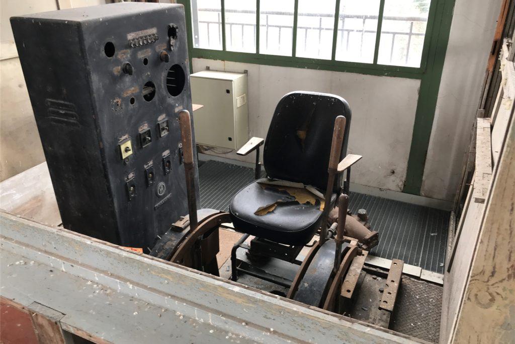 Der Führerstand im Hammerkopfturm: Hier wurde der Förderkorb bedient, der bis zu 700 Meter in die Tiefe ins Grubenfeld der Zeche Erin führte.