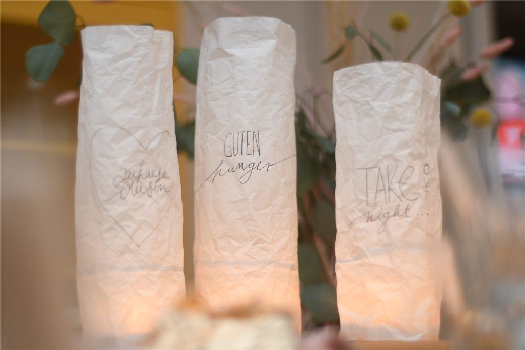 Die Windlichter geben auch der Take-out-Tafel einen kleinen, besonderen Glanz.