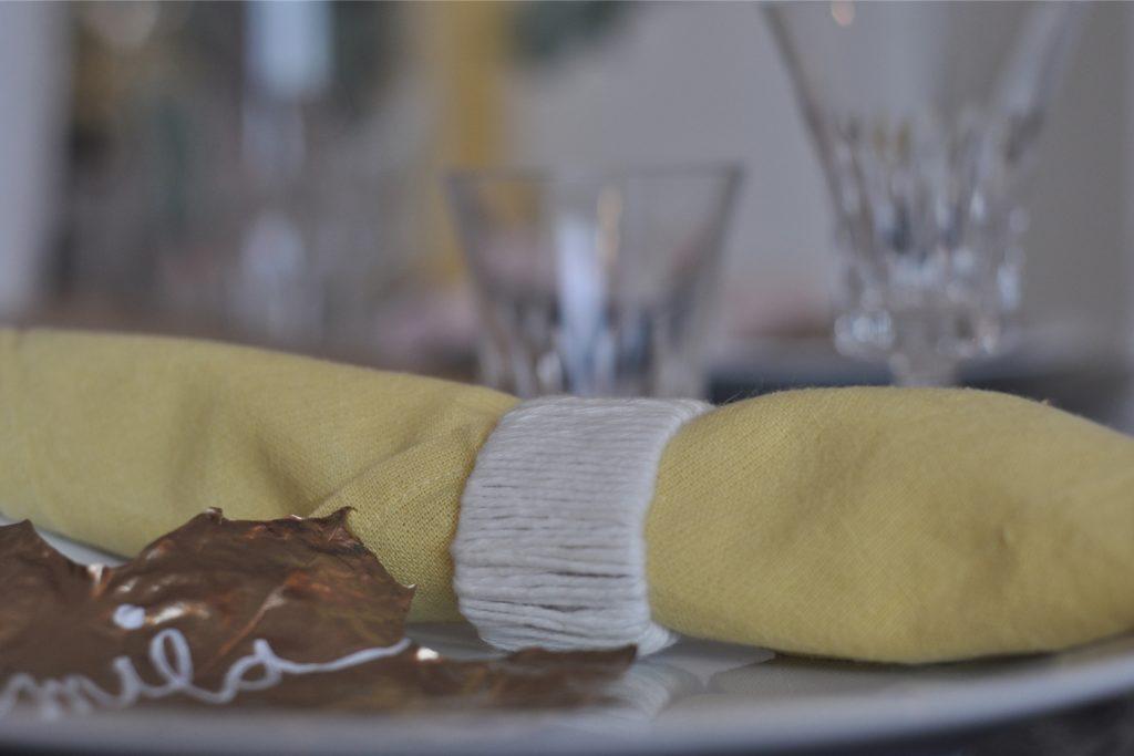 Die Serviettenringe kann man auch ganz spontan basteln - so schnell gehen sie.