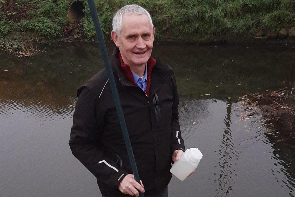 Josef Herick nimmt die Nitratwertkontrolle im Fließwasser ernst.
