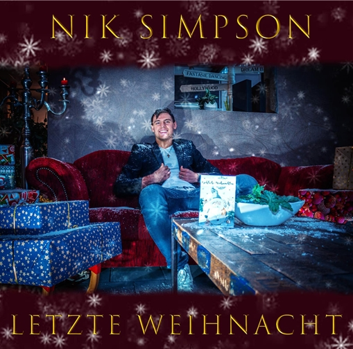 """Auf Wunsch seines Vaters sang Niklas Simpson den Wham-Klassiker """"Last Christmas"""" auf Deutsch ein und machte daraus eine Weihnachts-Platte. Dabei sagt er selbst, er hasste den Song – bis er ihn richtig verstand und merkte, dass er zu seiner eigenen Vita passte."""