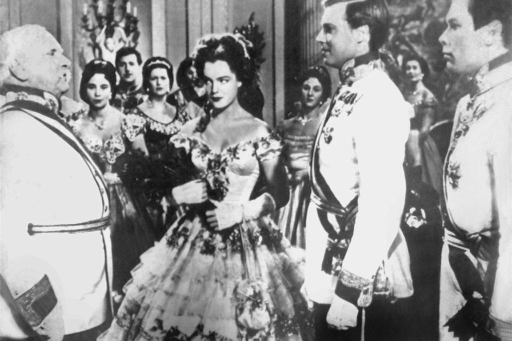 Romy Schneider und Karlheinz Böhm als Kaiserin Sissi und Kaiser Franz. Da schmilzt nicht nur meine Oma dahin.