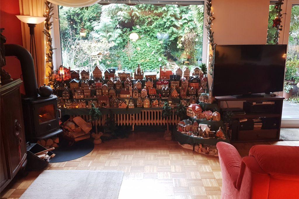 Seit 40 Jahren sammeln die Klipperts Porzellan- und Keramikhäuschen und erweitern stetig ihre Weihnachtsstadt.
