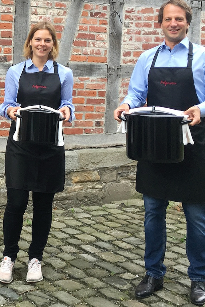 Lena Knappmann und Moritz Voßschulte gründeten im Jahr 2017 den Cateringservice Potpourri, der nun eine digitale Weihnachtsfeier anbietet.
