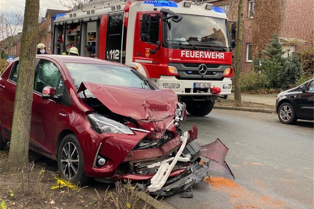 Mehrere Personen wurden bei dem Unfall verletzt.
