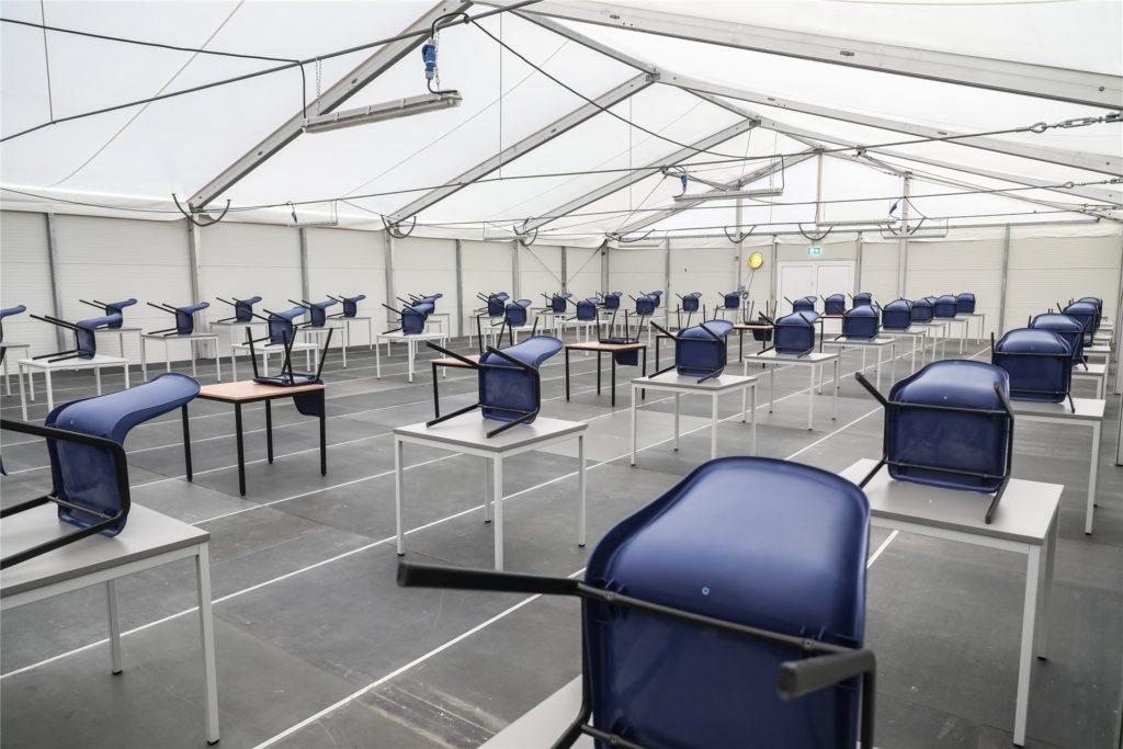 Die neue Obdachlosen-Anlaufstelle in Zeltform (neben dem Dortmunder U) bietet Platz für 73 Personen zu einem Zeitpunkt.
