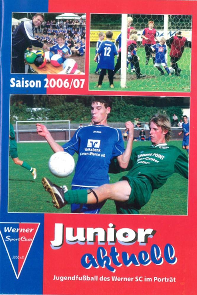Daniel Durkalic (links, großes Bild) auf einem Magazin über die Jugend des Werner SC, das Thomas Overmann jährlich erstellt hat.