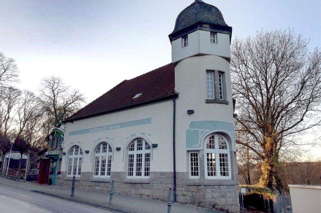 Die historische Gaststätte Alt Syburg an der Hohensyburgstraße 187 in Dortmund-Syburg hatte Esed Trako 1993 übernommen und zu einem Kleinod an dem Weg zum Kaiser-Wilhelm-Denkmal gemacht.