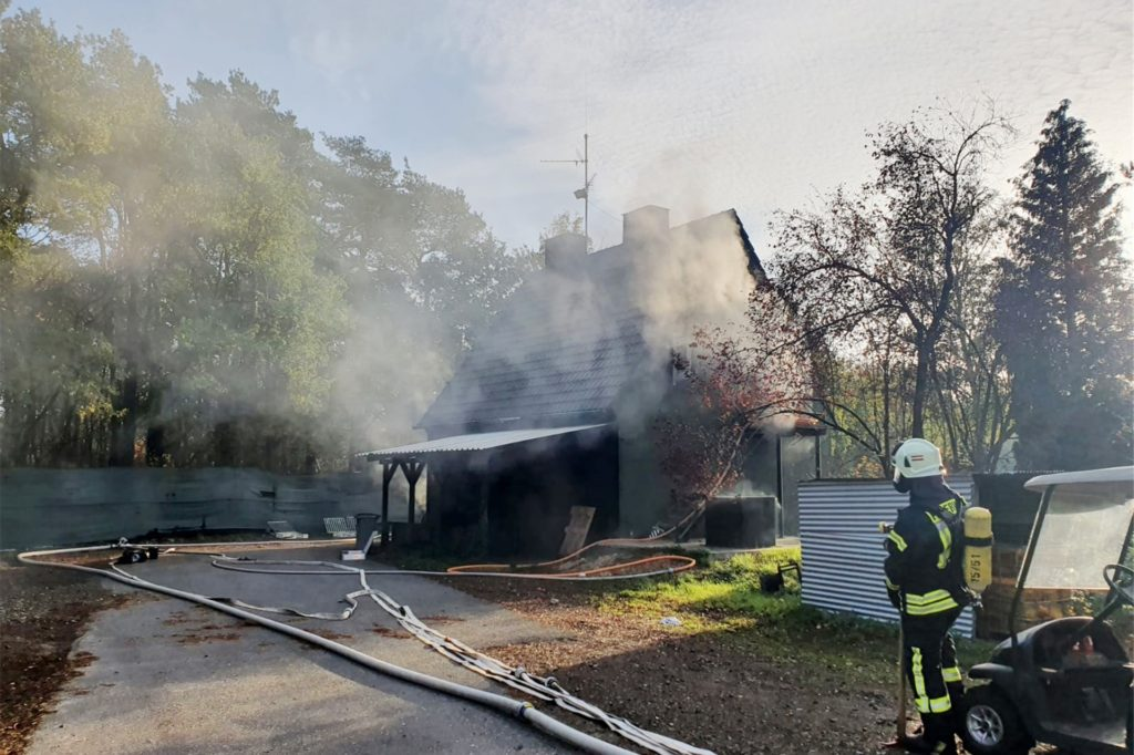 Echter Rauch und viele verschiedene Gebäude - der Übungstag auf der Training Base in Weeze brachte den Feuerwehrleuten aus Südlohn und Oeding Erkenntnisse.