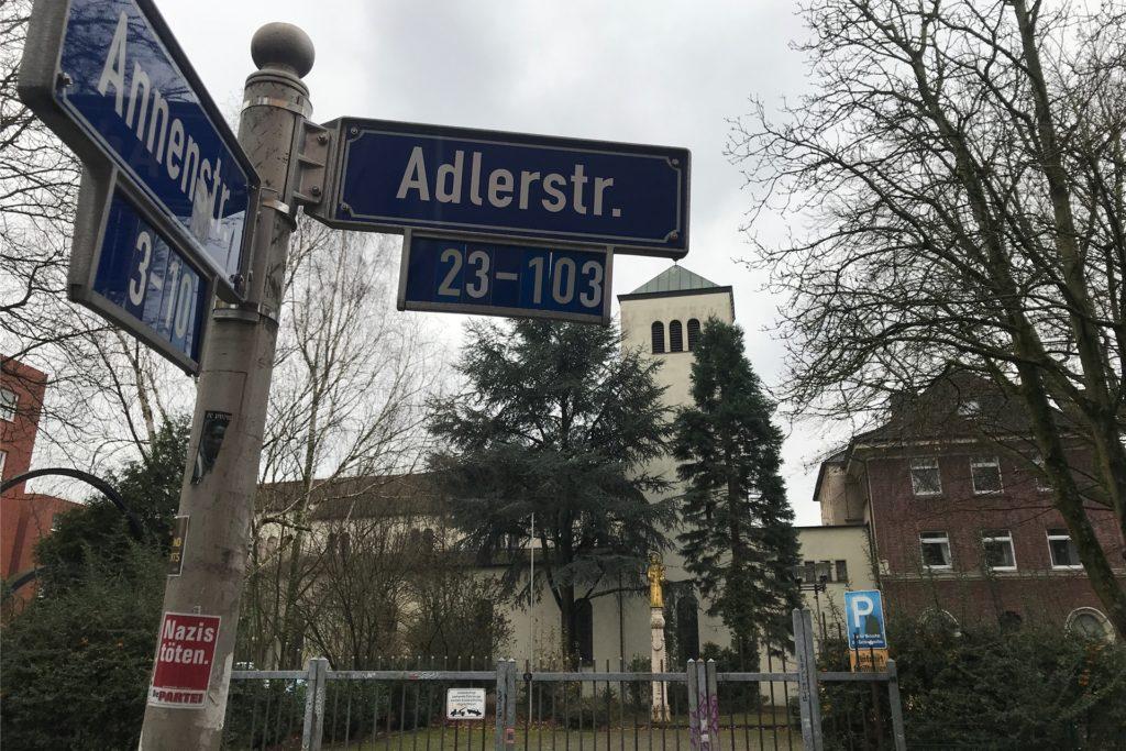 Gerne würde die Gemeinde den Parkplatz an der Ecke Adlerstraße/Annenstraße wieder öffnen. Doch man hat schlechte Erfahrungen gemacht.